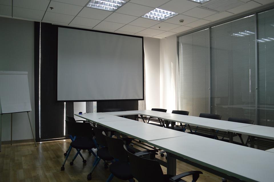 Ekran do projektora